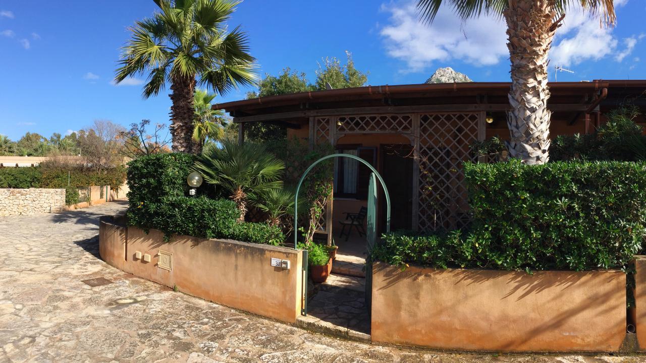 Acquamarina 32, villetta con giardino